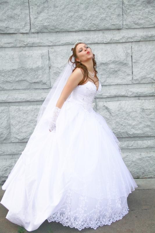 Я брала свое платье в салоне Марина. Платье супер, но и стоит не дешево.. До сих пор тущусь от своего платья. 4 июня будет годовщина свадьбы и я его одену
